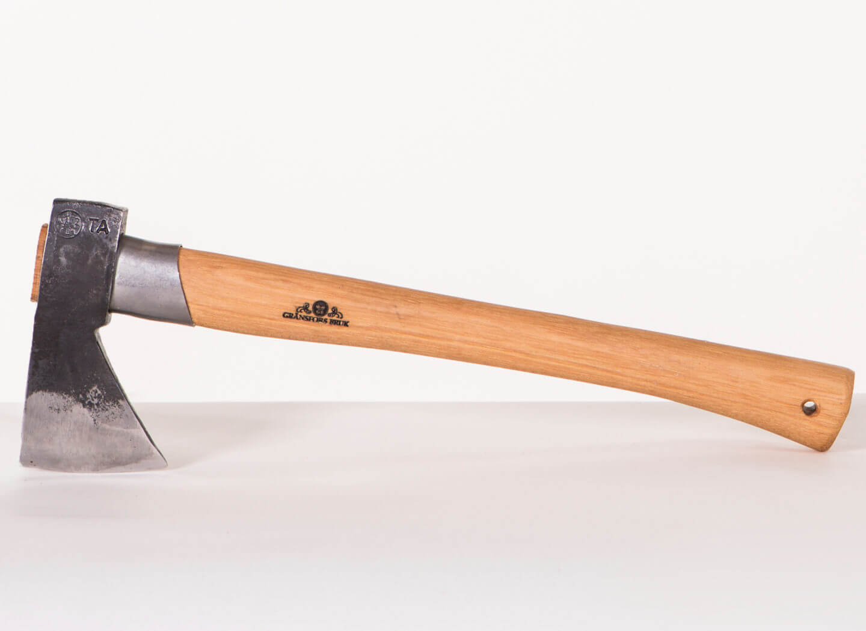 425-outdoor-axe-2.jpg