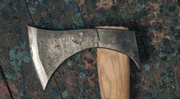 Historiska-yxor-45-acentertop.jpg